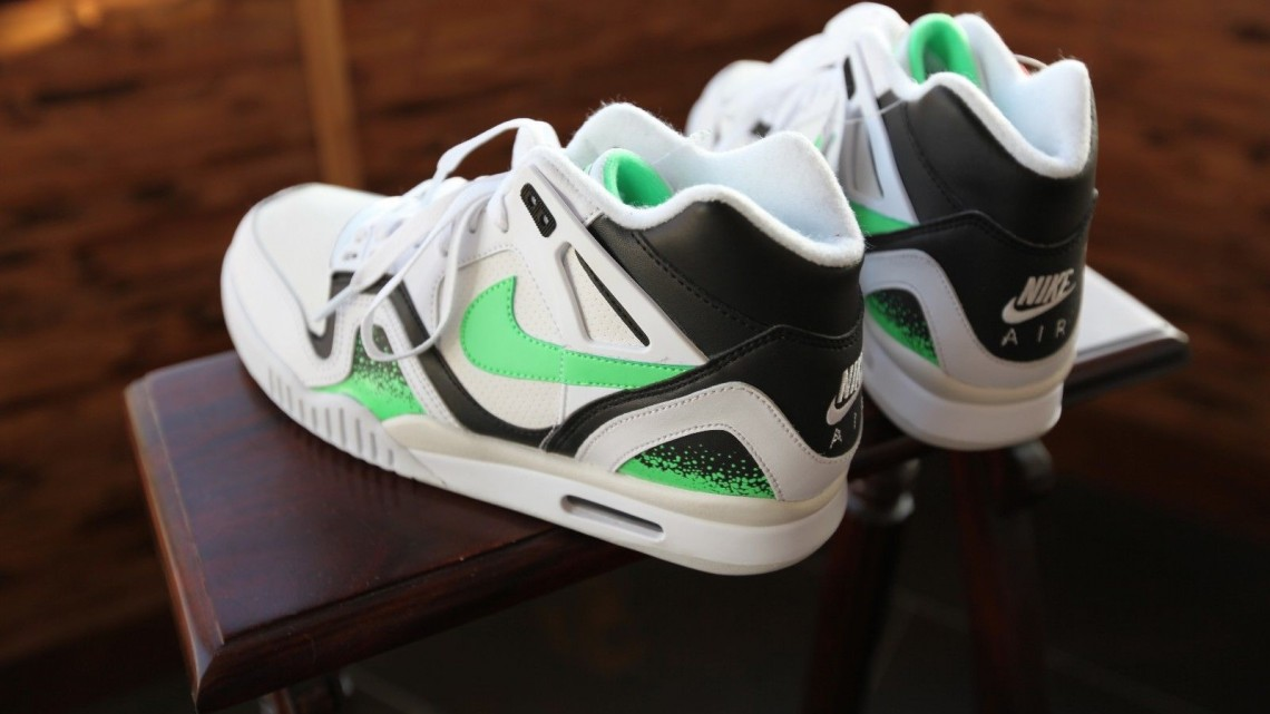 Nike-Air-Tech-Challenge-II-Poison-Green-01[1]