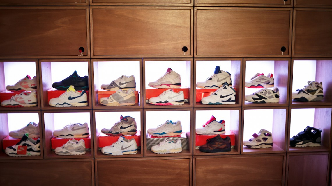 airtrainerpedia-sneakers-uglymely-mwshift-1