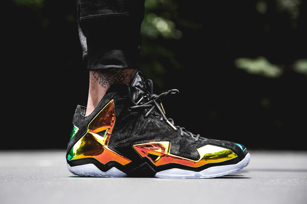 nike-lebron-11-ext-qs-kings-crown-1