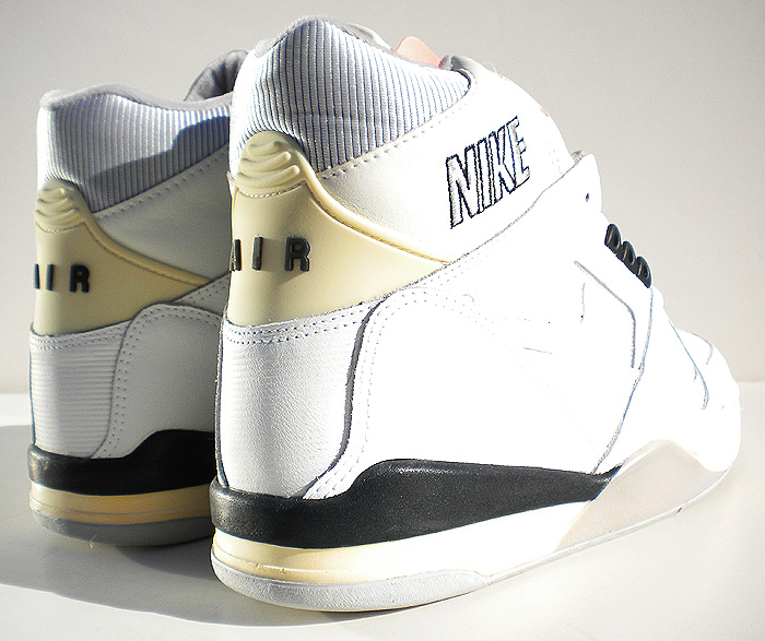 6e54e24e67d Take Flight  Bring Back The 1989 Nike Air Flight   Solo Flight ...