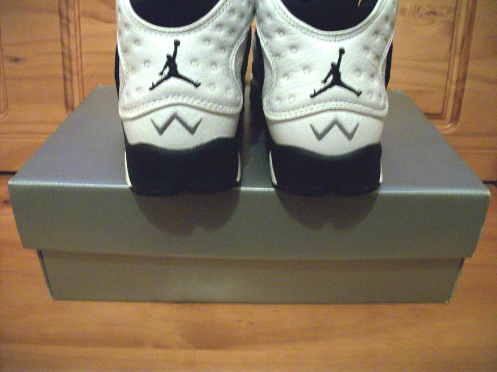 First Women S Air Jordan Sneaker 1998 Defy New York