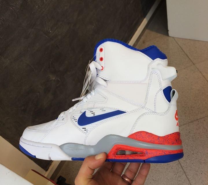 nike air pump sneakers