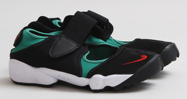 Nike-Air-Rift-Forest-Black-Atomic-Red-1