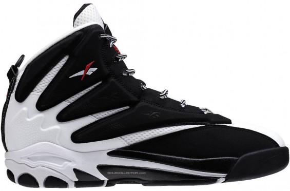 reebok-blast-black-white-01-565x372